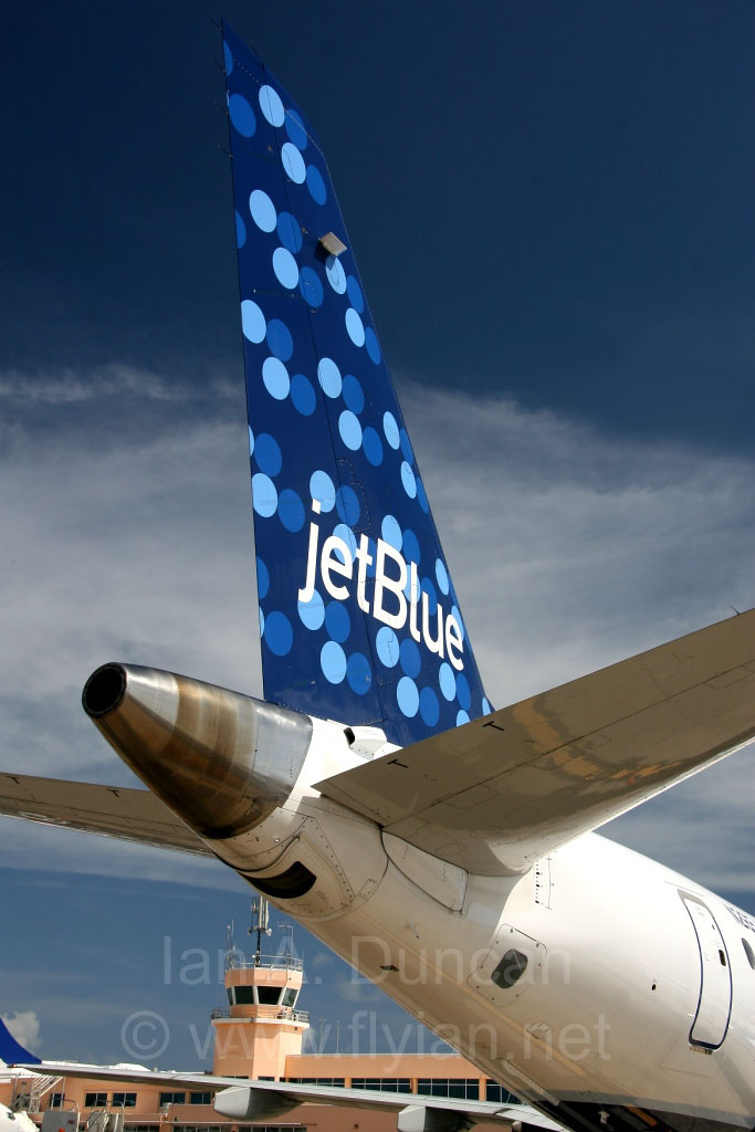 JetBlue E190 tail in Bermuda