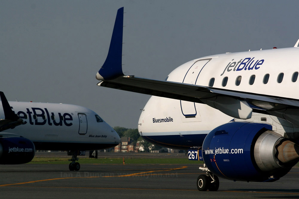 JetBlue Embraer E-190 noses in BOS