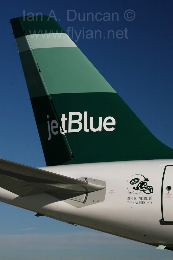 JetBlue A320 tail in Jets paint scheme