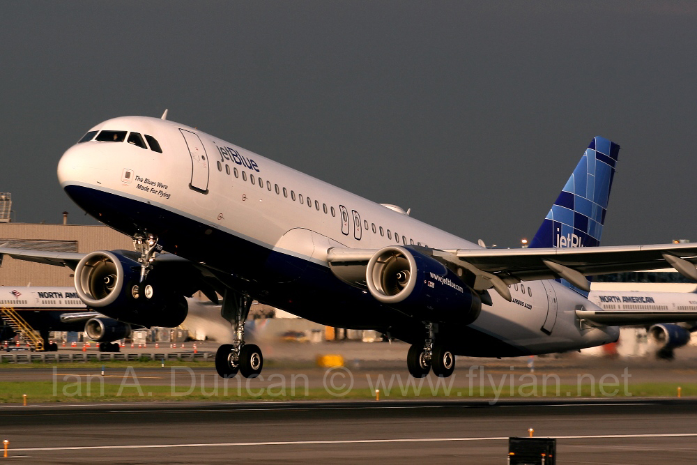 Jetblue A320 taking off